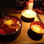 とんかつ処 銭形 - 12/08/19 ソースかつ重(ヒレ) 1,350円