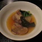 日本料理 彩 - ソーキ、大根、結び昆布の煮つけ