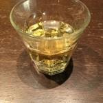札幌ぶたやO38 - ワイングラスでは無い白ワイン。