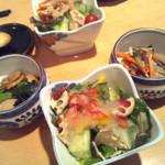 漁師屋 - ランチセットの小鉢とサラダ