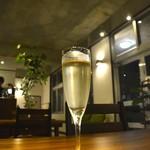 外食家 くじら - スパークリングワイン