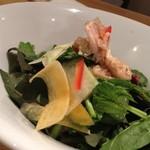 ローストチキン&ハイボール Bistroぴぐぷらす - 練馬野菜のサラダ(700)。旬の野菜だけを使った新鮮さがウリです。