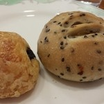 34353527 - ショコラのデニッシュパンと芋パン