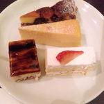 34355525 - 4皿目・いちじくのタルト、ベイクドチーズ、マロンムース、いちごショート