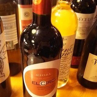 お料理と合わせて愉しむ、豊富なスペインワインとシェリー。