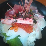 海鮮丼 浜辺丸 - 海鮮丼アップ