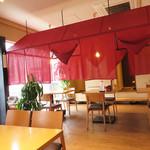 中華料理 泰洲園 - 創業32年ということですが、店舗は改装されたのか新しくてキレイです。 店内も女性好みの落ち着ける空間です。