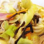 中華料理 泰洲園 - 女性でも食べやすく短冊状にカットされた具材が均一に混ざり合い、 彩り良くこんもりと盛られてします。