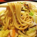 中華料理 泰洲園 - 見た目は、焼きそばか汁なしチャンポンのようですが、 これが博多皿うどんです。