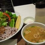 MARUFUJI CAFE - ランチの味噌汁と温泉玉子