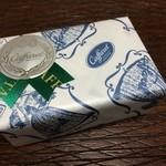 34368858 - トリコロールジャンドゥーヤ小缶 950円