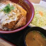 かつさと - カツ丼とキャベツと豚汁 648円也