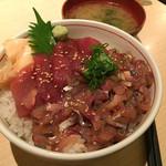 鮮魚・お食事処 山正 - 二色丼(まぐろ・あじ) 880円