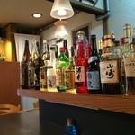 吉膳 - カウンター左端には、洋酒のボトル達が並びます