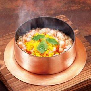 銅釜でじっくり炊き上げる絶品の釜めし