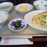 新和楼 - ランチの野菜炒め定食。(700円)