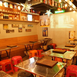 タイ現地のお酒とタイ屋台の店内