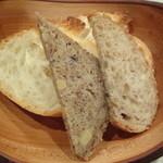 エリカ - パン(エリカ風ロールキャベツの特製デミグラスソースにつけて食べる)