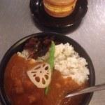 Bombeibaza - 季節のカレー(半分)、OKURA焼き(ブルーベリー)