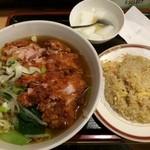 慶珍楼 - 寒い時は麺!チャーハンも美味しいけど量が多過ぎ!(>_<) 日替り定食680円。