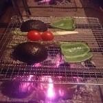 江戸前炭火焼 kemuri - 野菜焼き アボカドピーマンミニトマト