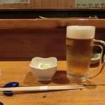大衆割烹 三州屋 - お通し(温かい豆腐)と生ビール(中ジョッキ)520円
