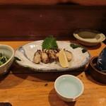 大衆割烹 三州屋 - 春菊の胡麻和え、かき塩焼き