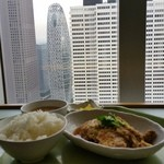 西洋フード - コクーンタワーを眺めながら「ヒレカツ煮」の定食
