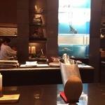 モード和食総本店 笹次 - オープンキッチンのカウンター席