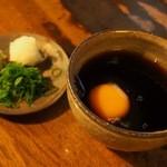 瓢亭 - 夕霧そばの汁には卵が入っています