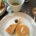 34411475 - NYチーズケーキ+パンケーキ+野菜ブイヨンスープ