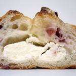 34417677 - クランベリーとクリームチーズのフランスパン(断面、2014年12月)