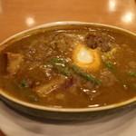 Kikuya Curry - 豚バラカレーは卵が入り野菜もたっぷり