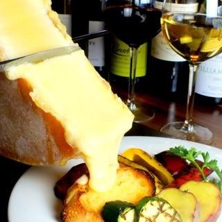 今、話題のとろっとろのラクレットチーズを下町バルで♪