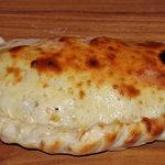 マンドリーノ - 三日月ピッツア 中からトローりチーズなどが