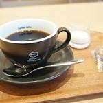 珈琲館 - 料理写真:サイフォンで持ってこられ、目の前でカップに注いでくださいます、芳ばしい香り、しっかりした苦味・酸味が最高のコーヒーです!