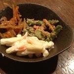 海鮮呑屋日本橋 - お総菜3種(きんぴら、インゲンの白和え、マカロニサラダ)