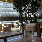 フルーツパーラーフクナガ - 新宿通りを見渡せる席