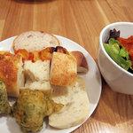 3443803 - パスタランチのパンとサラダ