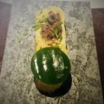 レストラン・カワサキ - 出汁巻き玉子(鹿肉を巻いて ほうれん草のジュレ)