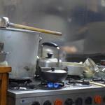 新次亭 - ぐつぐつ煮ます。