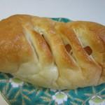 やおきパン - アップルパン90円。