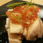 Tentsuusaikan - 蒸し鶏とネギのトマトソース