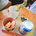 小田原かまぼこ本陣 - 練り物と缶ビール