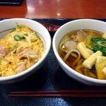なか卯 - 「親子丼(ミニ)」330円也。「鴨ねぎうどん(小)」330円也。税込。