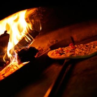 薪窯で焼き上げる本場Pizza