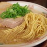 34447377 - ゑびす屋の鶏ガラ醤油ラーメンの麺(15.01)