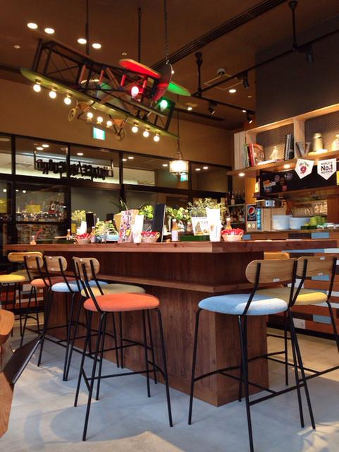 ヴィレッジヴァンガードダイナー 豊洲フォレシア - オシャレな雑貨屋のような内装