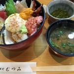 むつみ - 料理写真:海鮮丼