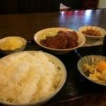 しがらき亭 - 本日の日替わり定食、ご飯大盛りで800円